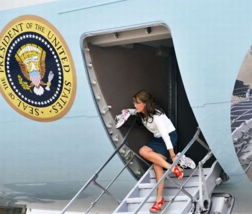 [President Palin exits Air Force One]